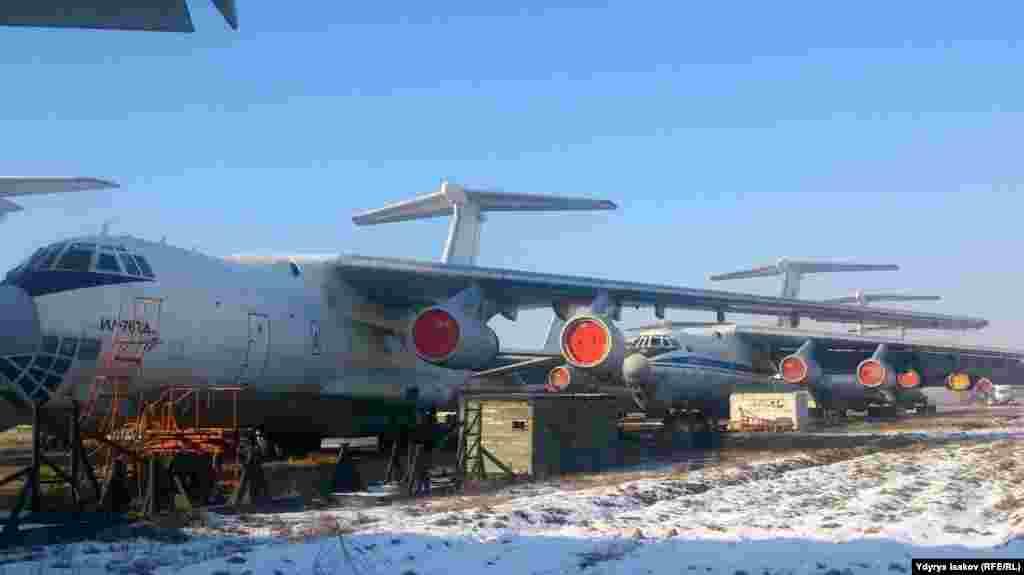 ИЛ с заполненным авиакеросином баком весил когда-то 262 тонны.