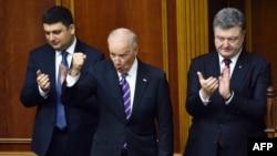Joe Biden și Petro Poroșenko (dreapta)