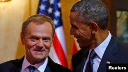 Fotograafi arkivi e presidentit amerikan, Barack Obama me presidentin e Këshillit të BE-së, Donald Tusk