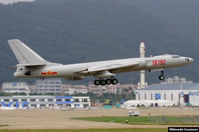 "Стратегический бомбардировщики ""Хун-6"""