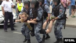 Эпизод задержания мирного демонстранта в Москве, 12 июня 2019