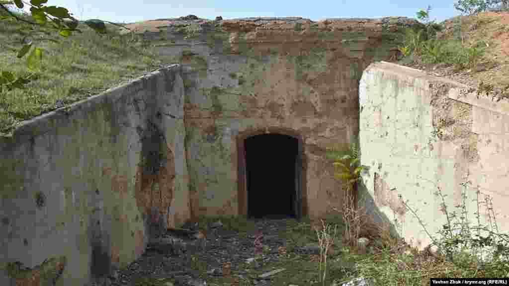 Вход в нижний ярус погреба