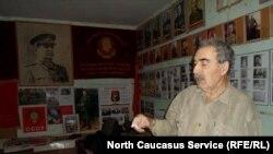 Ныне покойный директор музея Сталина в Махачкале Азерхан Пашаев. После его смерти родственники попросили закрыть музей.
