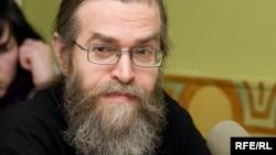Свящ. Яков Кротов, еврей по матери, иудей по вере в то, что Иисус есть Мессия, Сын Божий.