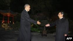 Оқ уй раҳбарини Хитой президенти қарши олди.