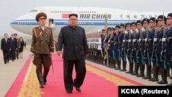 Солтүстік Корея басшысы Ким Чен Ын Сингапурде АҚШ президенті Дональд Трамппен кездесуден елге оралған сәті. Пхеньян, 13 маусым 2018 жыл.
