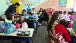 Multietnički razred od osam učenika