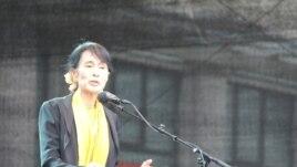 Аун Сан Су Чжи выступает перед жителями Бергена