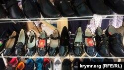 Взуття для школярів на ярмарку в Сімферополі