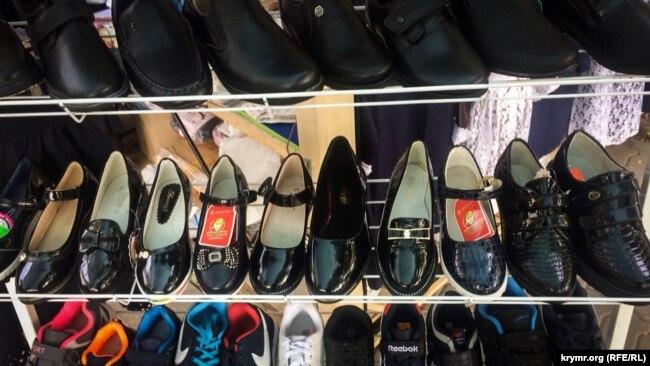 Обувь для школьников на ярмарке в Симферополе