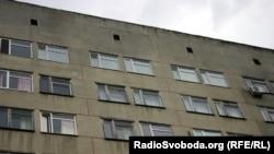За цими вікнами лікується і відбуває свій термін покарання Юлія Тимошенко, центральна клінічна лікарня «Укрзалізниці», Харків