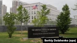 Наразі США мають в Україні тимчасову повірену – Крістіну Квін