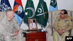 Pakistani Chairman Joint Chiefs of Staff Committee General Khalid Shameem Wynne (right) speaks with U.S. General James Mattis in Rawalpindi in April.