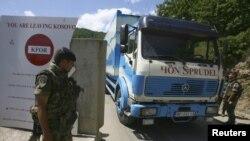 Francuski pripadnici KFOR-a na prelazu Brnjak