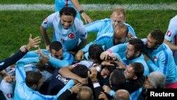 Türkiyə millisinin qələbə sevinci