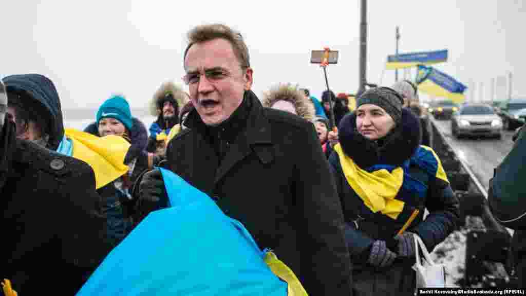 До виконання Гімну приєднався львівський міський голова Андрій Садовий