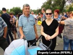 Пенисонер Виктор Марков с внучкой и дочерью Светланой Ткачёвой