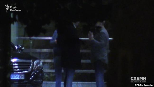 Емоційна розмова Ложкіна і братів Суркісів на парковці