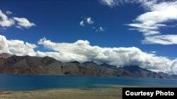 Озеро Панґонґ-Цо в Ладакху (ілюстраційне фото). Недалеко за ним – уже контрольована Китаєм територія. Нинішня сутичка сталася кілометрів на сто північніше