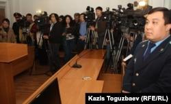 Присутствующие в зале суда во время оглашения приговора в отношении Саяна Хайрова. Алматы, 7 ноября 2013 года.