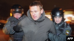 Police officers detained Aleksei Navalny at a Moscow protest on March 5.
