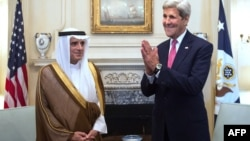 Министр иностранных дел Саудовской Аравии Адель аль-Джубейр (слева) и государственный секретарь США Джон Керри. Вашингтон, 2 сентября 2015 года.