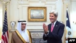Адель аль-Джубейр и Джон Керри во время пресс-брифинга