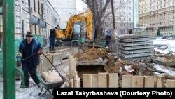 Muncitori imigranți pe un șantier de construcții la Moscova.
