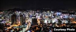Сеул қаласының түнгі көрінісі.