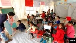 Дети сирийских беженцев на занятиях в лагере ЮНИСЕФ в Ливане, 9 марта 2015 года.