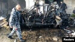 نیروی امنیتی لبنانی در محل انفجار در یکی از محلههای عمدتا شیعهنشین