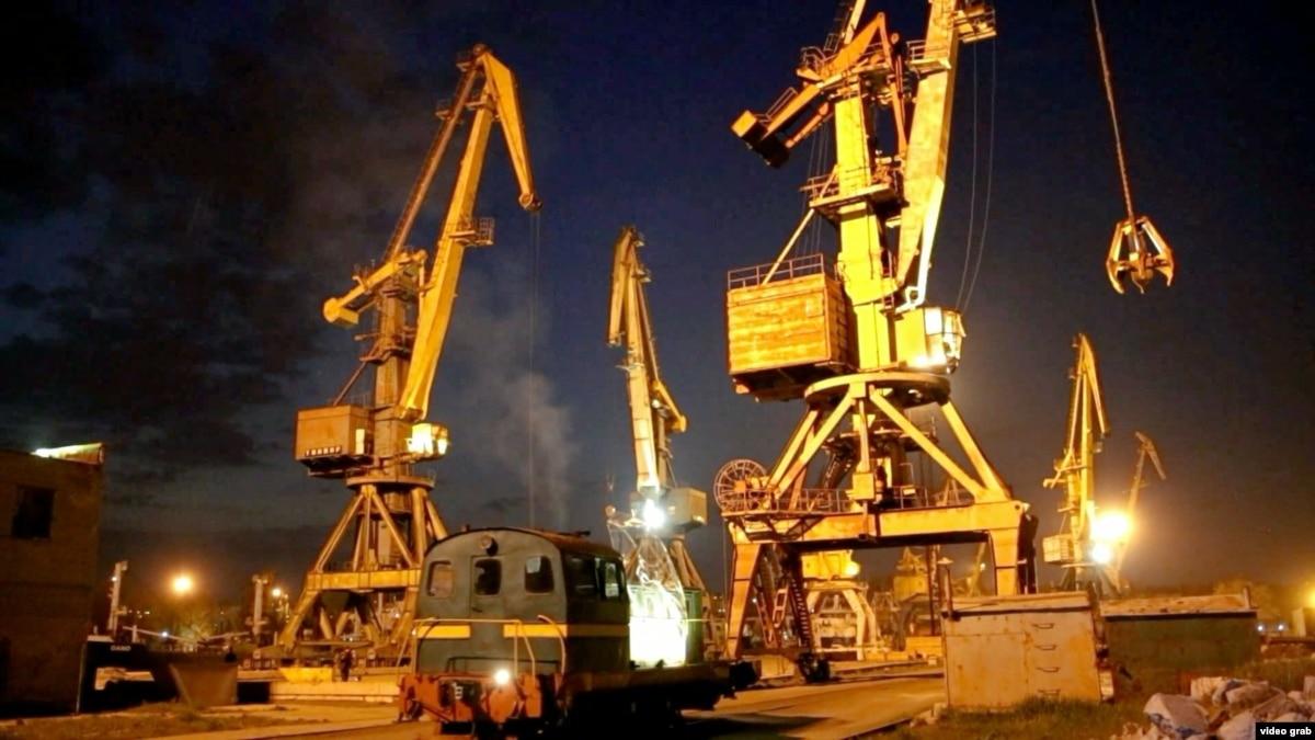 Shipyard Opera, Choreographed Cranes Enliven Ukrainian Port