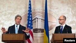 Жон Керри жана Арсений Яценюк. Киев, 5-февраль, 2015-жыл.