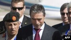 Генеральный секретарь НАТО Андерс Фог Расмуссен в Ливии. 31 октября 2011 года