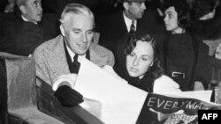 چارلی چاپلین و پولت گدارد که در سال ۱۹۳۶ با او ازدواج کرد. چاپلین سال ۱۹۴۰ از پولت گدارد جدا شد.