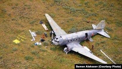 Douglas C-47 Skytrain nəqliyyat təyyarəsinın qırıntıları