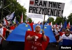 Антиурядова акція протесту у Варшаві. 7 травня 2016 року