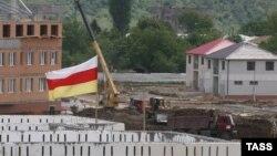 С 2012 года Генпрокуратура Южной Осетии возбудила десятки уголовных дел по фактам злоупотреблений российскими организациями в ходе восстановительных работ. Впоследствии они были направлены в Генпрокуратуру РФ, впрочем, их дальнейшая судьба неизвестна