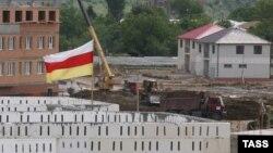 Во время одного из визитов помощника президента России был озвучен план по строительству обновленной гостиницы в центре Цхинвала