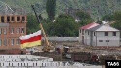 В 2010 году разработкой территориального планирования Южной Осетии занимались санкт-петербургский Институт строительных проектов и московская фирма «Гипрогор». И тогда, четыре года назад, Генплан обсуждали всей республикой