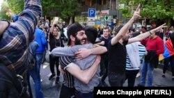 Протестувальники у Єревані після заяви вірменського прем'єра Сержа Сарґсяна про відставку, 23 квітня