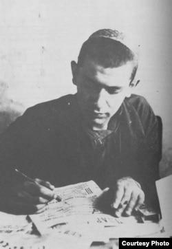 Лев Копелев в редакции газеты. 1932