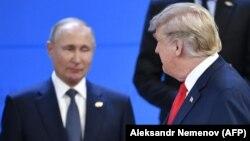 Presidenti amerikan, Donald Trump (djathtas) dhe homologu i tij rus, Vladimir Putin.