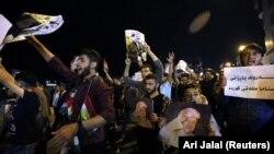 تصاویر منتشر شده نشان میدهد که یکشنبهشب تجمعاتی در حمایت از مسعود بارزانی در شهرهای مختلف اقلیم کردستان برپا شده است.