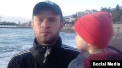 Фигурант «ялтинского дела «Хизб ут-Тахрир» Вадим Сирук с дочерью