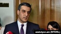 Омбудсмен Арман Татоян беседует с журналистами (архив)