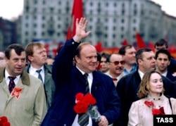 Геннадий Зюганов на первомайском шествии 1996 года