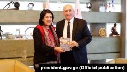 სალომე ზურაბიშვილი და ხემი პერესი მშვიდობისა და ინოვაციების ცენტრში. იერუსალიმი, 2020 წლის 21 იანვარი