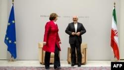 محمد جواد ظریف همراه با کاترین اشتون، مسوول سیاست خارجی اتحادیه اروپا در نشست ژنو