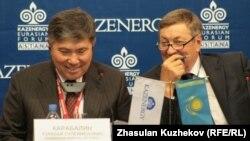Қазіргі энергетика министрі Владимир Школьник (оң жақта) пен оның орынбасары Ұзақбай Қарабалин. Астана, 5 қазан 2010 жыл.